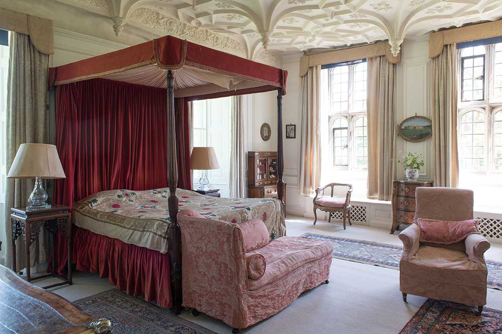 The Great Chamber - accommodation at Mapperton Whole Self Retreat